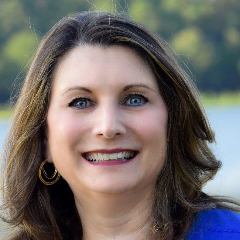 Lisa Kanda, Social Media